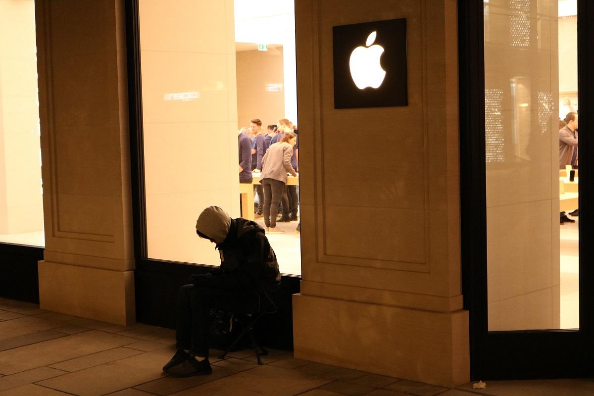 Apple Store Eröffnung in Wien - Erster Fan