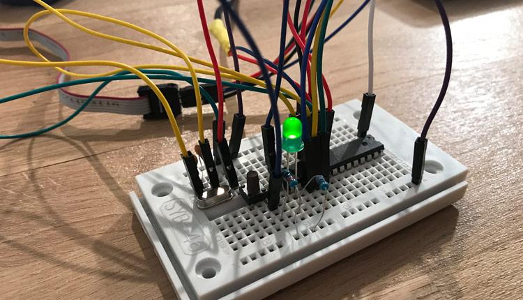 Standalone ATMega28 Read Digital Input